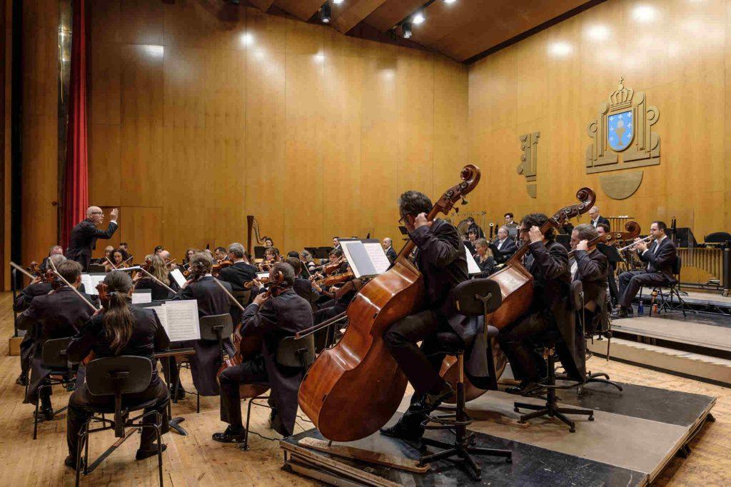 estreno absoluto de Nocturno Sinfónico, de Marcos Fernández-Barrero, la obra ganadora del IX Premio de Composición AEOS-Fundación BBVA, en el Auditorio de Galicia (Santiago de Compostela) donde Baldur Brönniman lleva la batuta de la Real Filharmonía de Galicia.