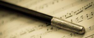 imagen-recurso-musica-batuta_A Vintage Antique  Ornate Conductor's Baton On Old Sheet Music